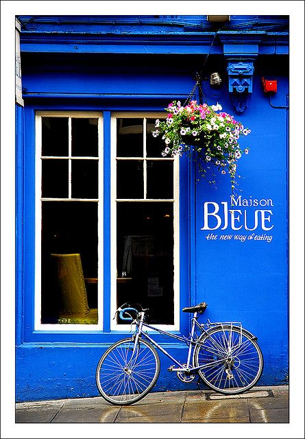 Maison Bleue in Edinburgh (Scotland)... I would spend my money to see that beautiful sapphire blue wall.