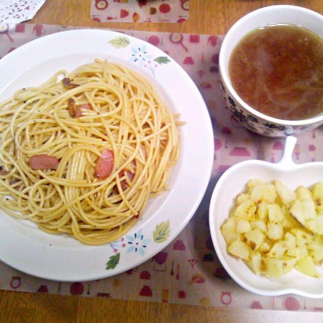 友達が遊びに来てくれて、友達と一緒に夕飯!作るのすごく緊張しましたww - 9件のもぐもぐ - 4月25日 ペペロンチーノ コロコロじゃがいも 玉ねぎスープ by sakuraimoko