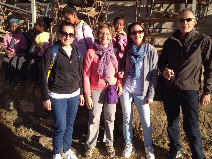 Ecco il gruppo al completo degli straordinari medici volontari che sono con noi in Eritrea: Nadia Assanta, Pietro Pisciotta, Guadalupe Capizzano e Sara Gatti. Grazie!