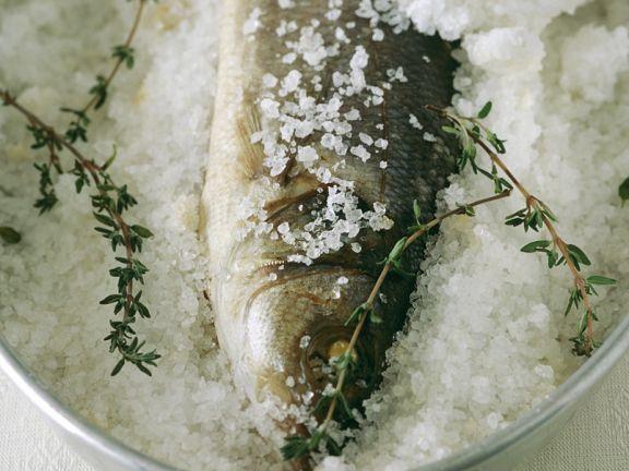 Barsch in Salzkruste ist ein Rezept mit frischen Zutaten aus der Kategorie Meerwasserfisch. Probieren Sie dieses und weitere Rezepte von EAT SMARTER!