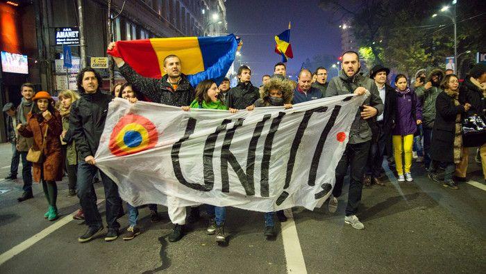 Protestatarii români au învins Ministerul de Externe
