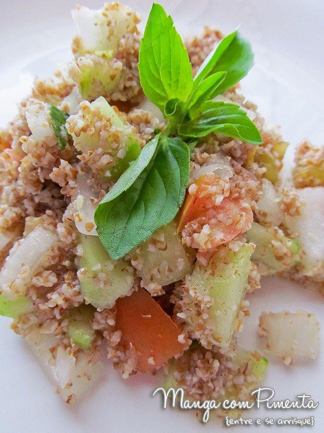Tabule, perfeito para o almoço em dias quentes. Clique na imagem para ver a receita no Manga com Pimenta.