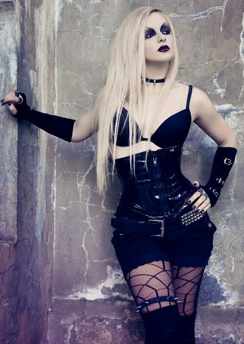 Shop Gothic Victorian Clothing on : www.blue-raven.com #Goth #Gothique #Girl