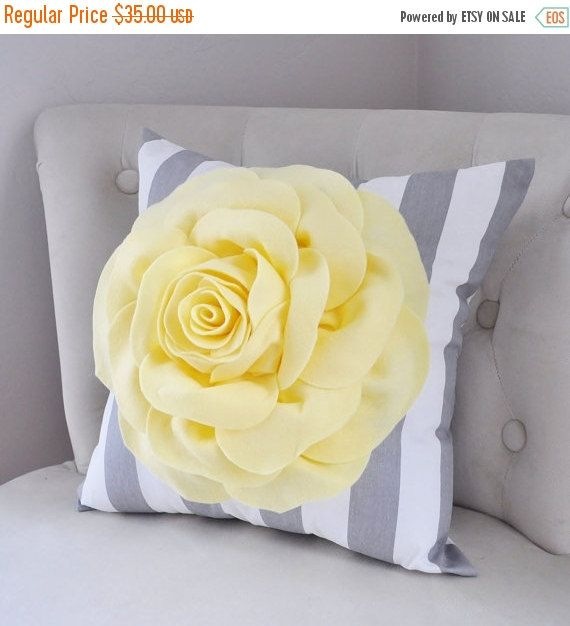 HALLOWEEN SALE Желтая подушка-поп-арт Подушка-Роза Подушка на Грей и белая полоса -Etsy подарка Детские подушки, светло-желтый, желтый Подушка для младенцев