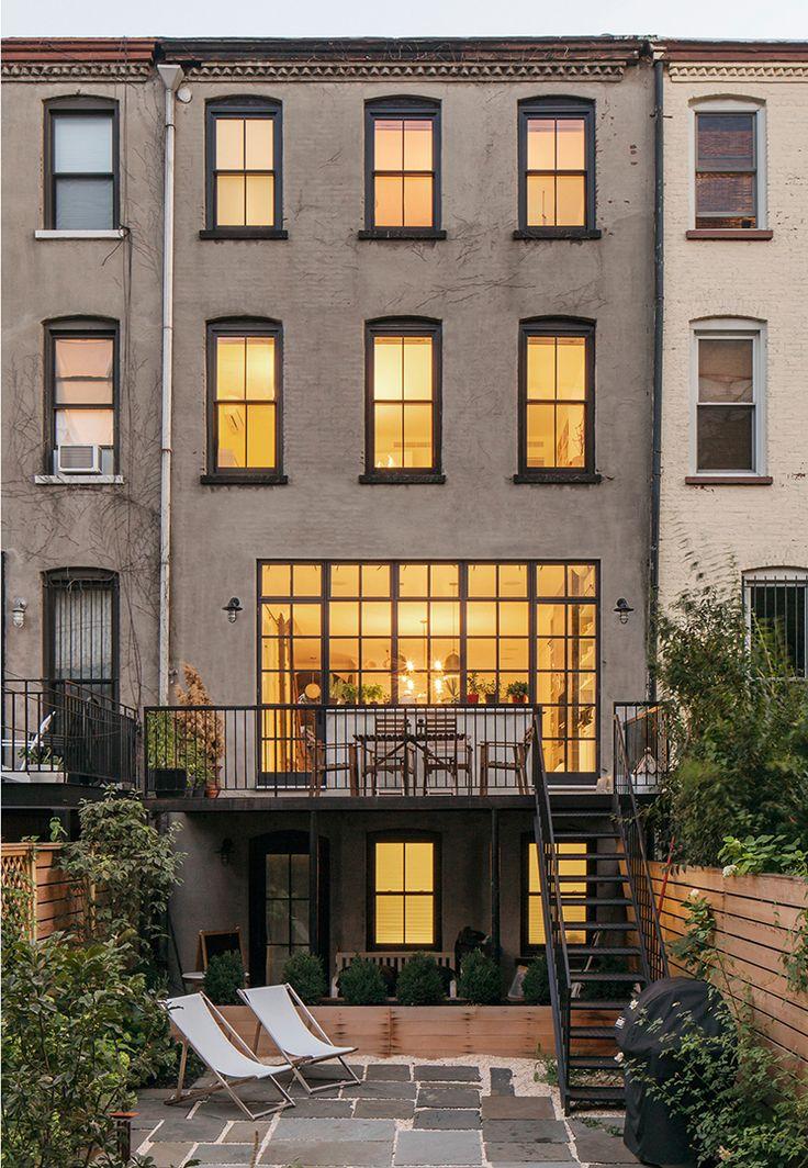 Una casa en Nueva York llena de encanto, cultura y fuerte combinación de estilos.