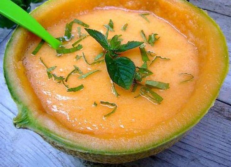 Velouté glacé au melon et citron vert Maigrir 2000 : une entrée originale et rafraîchissante en été. Cette recette vous est proposée par les nutritionnistes du réseau Maigrir 2000.