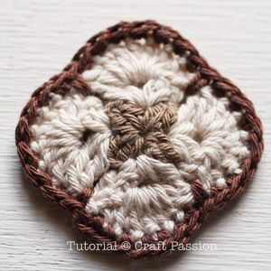 Crochet | African Flower Purse | Free Pattern & Tutorial at CraftPassion.com ༺✿ƬⱤღ  http://www.pinterest.com/teretegui/✿༻