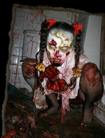 7 best scary images on pinterest halloween prop for Spooky haunted house ideas