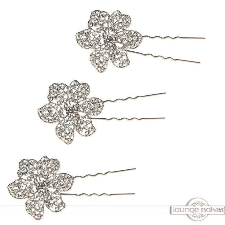 Acessórios para penteados de noivas e de damas de honra estão disponíveis na Lounge Noivas.