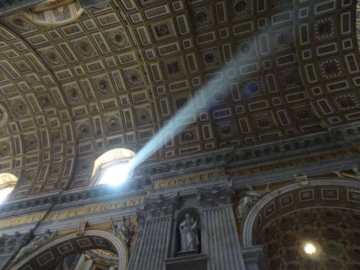 Einfach magisch, das einfallende Sonnenlicht im Petersdom (Rom).