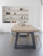 Eettafel met metalen poot model SKY. Strakke kast, witte kast, schragen, eiken tafel, vakkenkast, boekenkast.Interieur. By House