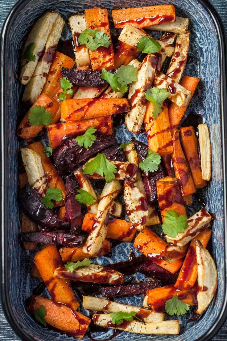 jadłonomia · roślinne przepisy: Pieczone warzywa z sosem z granatów