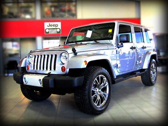 can you see yourself driving topless with this 2013 jeep wrangler unlimited sahara with srt. Black Bedroom Furniture Sets. Home Design Ideas