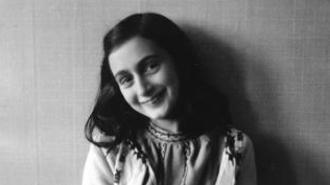 Anna Frank a 12 anni, nel 1941 - nell'articolo: testimonianza di Nanette Blitz Konig, sopravvissuta a Bergen-Belsen e compagna di scuola dell'autrice del Diario che incontrò l'ultima volta due settimane prima della fine.