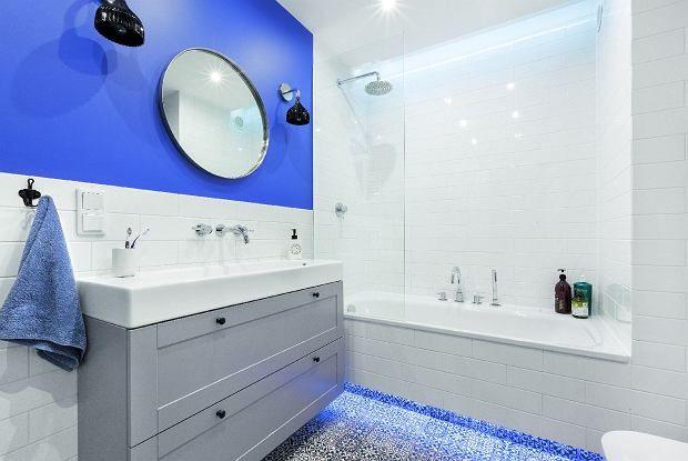 Prysznic ma wiele zalet: skraca kąpiel, co pozwala oszczędzać czas i wodę, w dodatku bez trudu znajdziemy odpowiedni model kabiny. Ale wanna też kusi... Nie musimy rezygnować z żadnej opcji! Wygodny natrysk w wannie też jest możliwy.