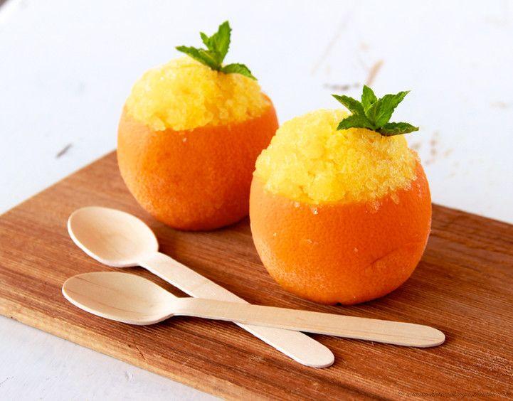 Necesitamos para 4 personas   4 naranjas  15 cl de agua  3 cucharadas de miel (dependiendo del grado de dulzor que queramos)   2 cuchara...