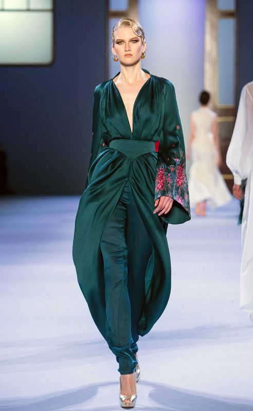Ulyana Sergeenko #HauteCouture S/S 2014 www.lab333.com https://www.facebook.com/pages/LAB-STYLE/585086788169863 http://www.labs333style.com www.lablikes.tumblr.com www.pinterest.com/labstyle