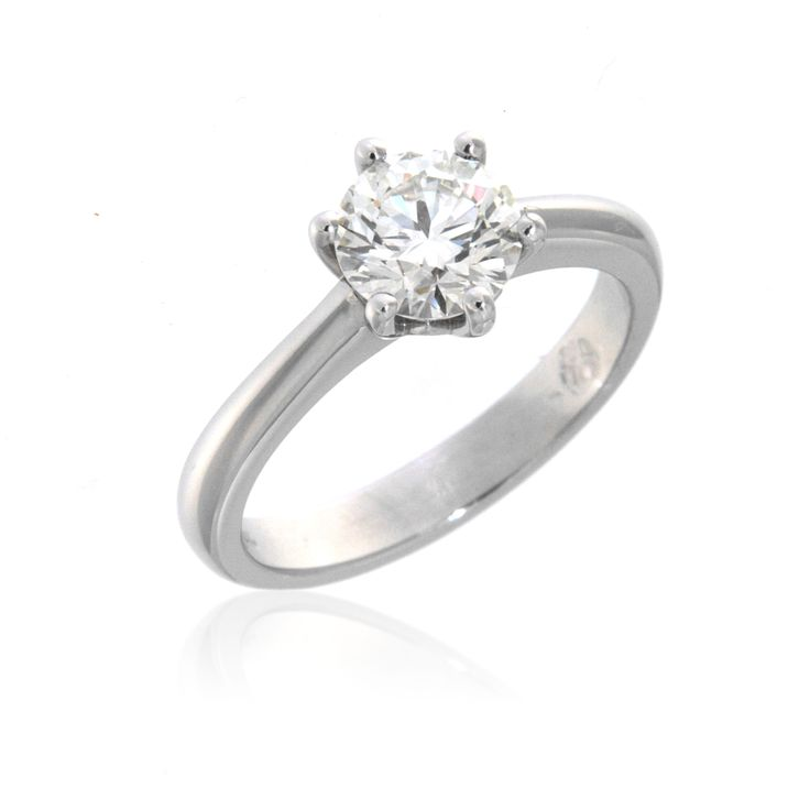 Classic Engagement Ring – 3300161