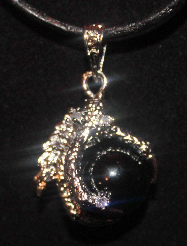 http://demondogsbootique.weebly.com/metal-or-plastic-necklaces.html