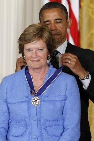 President Obama awards Pat Summitt with the Medal of Freedom! #WeBackPat