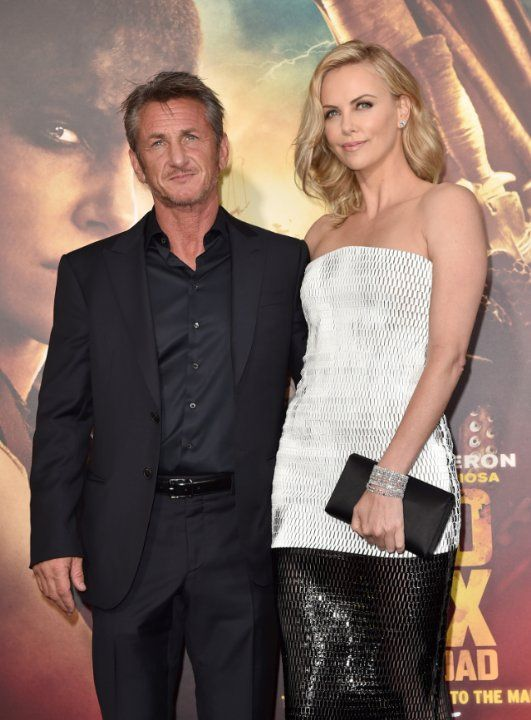 Charlize Theron and Sean Penn at event of Безумный Макс: Дорога ярости (2015)