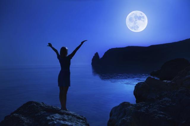 Celebrate the Full Moon with an Esbat Ritual: Are you ready to celebrate the full moon?
