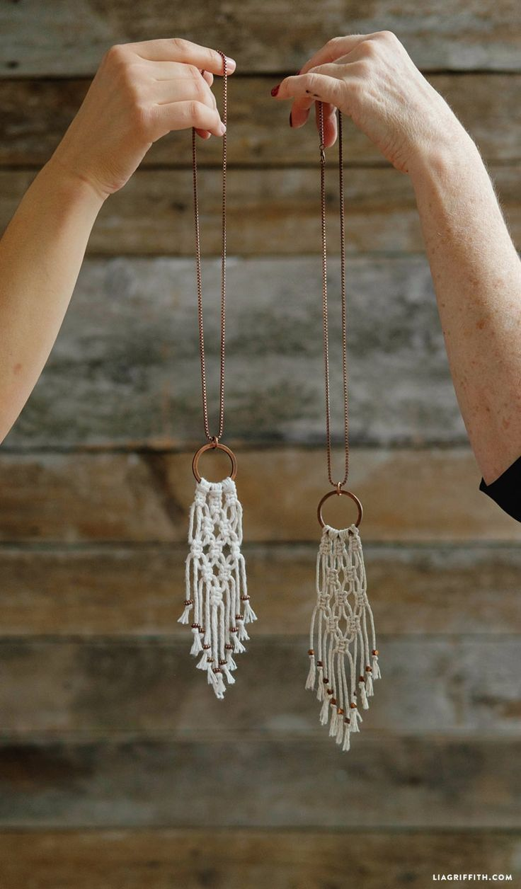 Colas de Macramê - Simple DIY Macrame Necklace