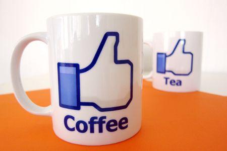 Facebook till kaffet! Nya muggar på kontoret.