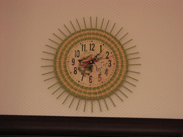 Часы в детскую комнату. Плетение из бумаги. Декупаж.