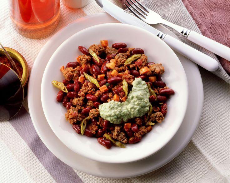 Hack-Bohnen-Pfanne mit Avocado-Schafskäse-Dip   http://eatsmarter.de/rezepte/hack-bohnen-pfanne