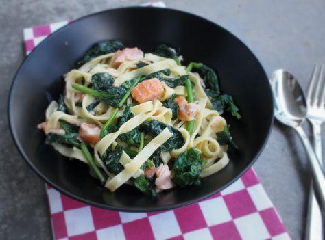Super snel een smaakvolle maaltijd zonder dat je hier al teveel voor hoef te doen. Heerlijk recept voor een pasta met Zalm, spinazie en natuurlijk Boursin!