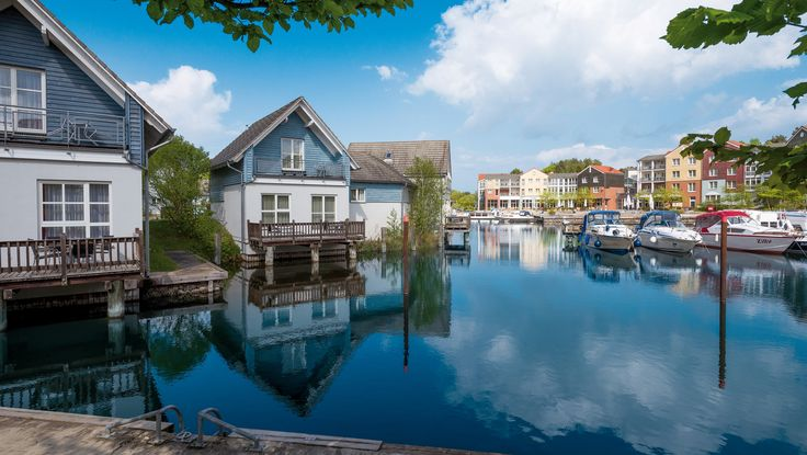 Kurzurlaub an der Mecklenburger Seenplatte - ab € 74 im 4* Precise Resort Marina Wolfsbruch in Rheinsberg. Hier günstig buchen.