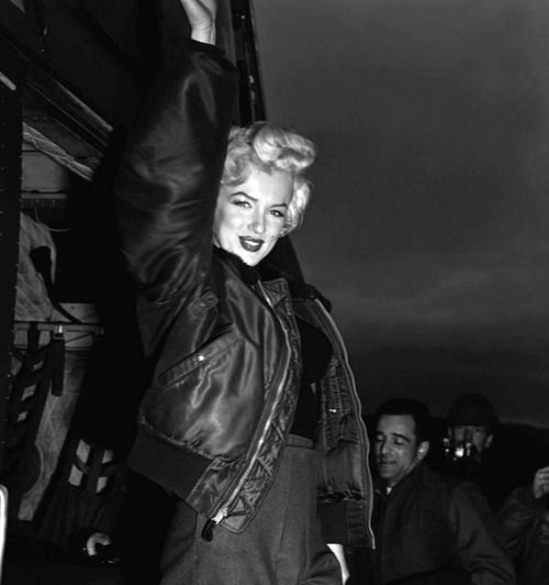 Marilyn during her visit to Korea <3 February 1954.