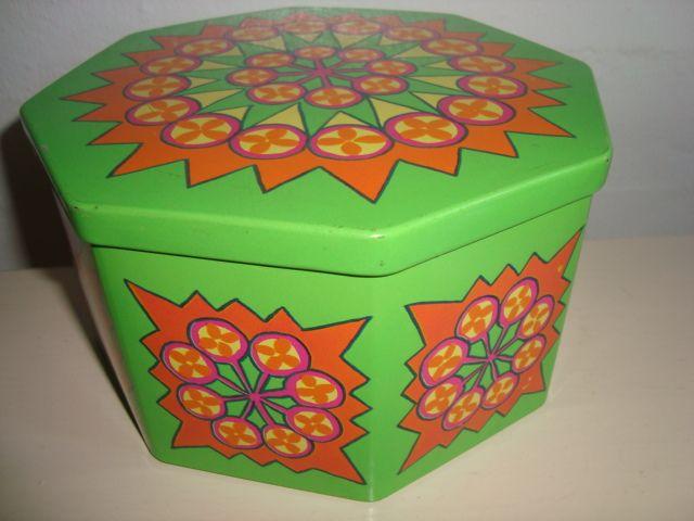 IRA Danish design retro tin from 1967 designed by Anita Wangel. IRA retro dåse fra 1967. #iradenmark #iradanmark #danishdesign #danskdesign #retro #tin #daase #anitawangel #kitchenware #tilsalg #forsale on www.TRENDYenser.com