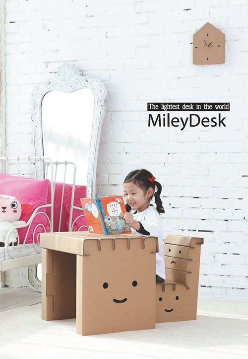 Mesinha e cadeira de criança - perfeitas para o cantinho de artes!