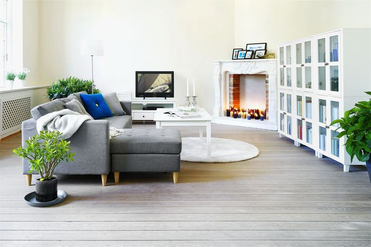 FALSLEV soffa och AULUM stapelbara vitrinskåp #inredning #2014 #JYSK www.jysk.se/vardagsrum