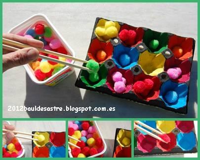 Placer les pompons dans les alvéoles de la boîte d'oeufs avec des baguettes chinoises