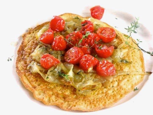 Socca - Pfannkuchen aus Kichererbsenmehl mit Tomaten, Thymian und Zwiebeln
