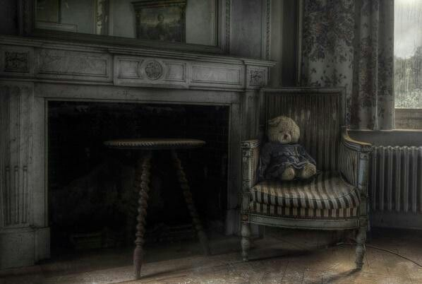Scary Living Room Living Room In Old House Scary Pinterest Old Houses