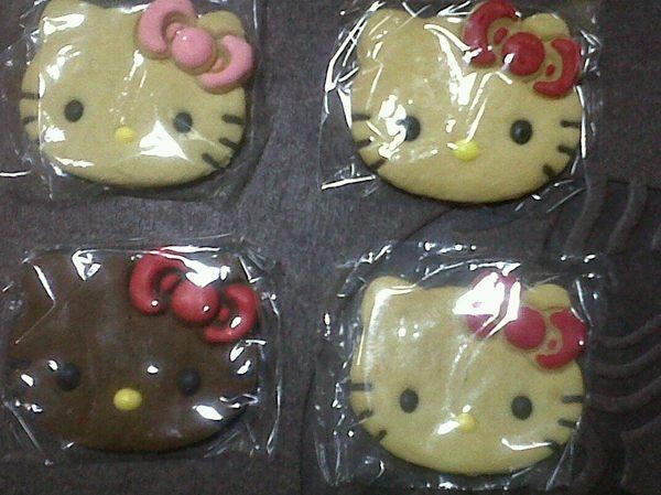 stevany joseph's Photo: Terima kasih mba bonita buat kue Heℓℓo Kitty-nya °\(‾▿‾)/° *nggak tega buat dimakan*