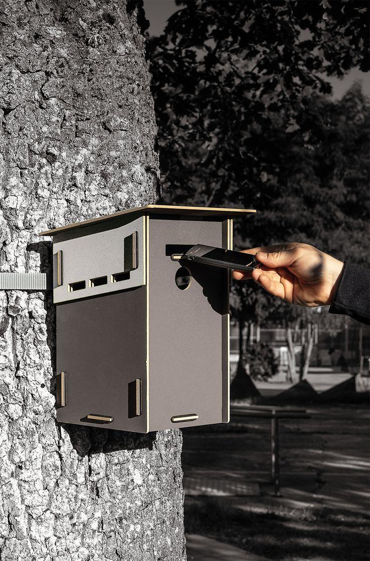 Nistkästen aus Recyclingholz - ohne Metall! - zum Zusammenstecken. Mit austauschbarem, kompostierbarem Einsatz zum leichteren Saubermachen! http://www.werkhaus.de/shop/index.php?cat=c554_Vogelhaeuser-Vogelhaeuschen-Kisten-zum-Nisten.html