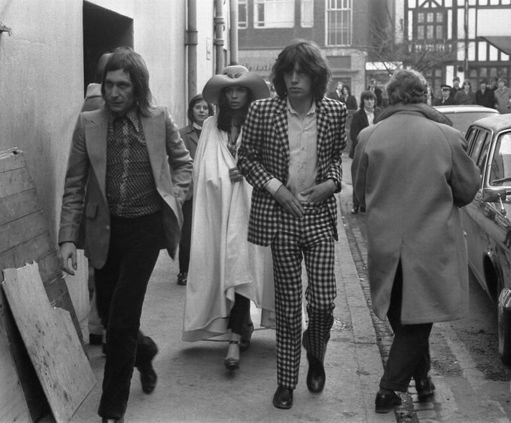 1971. Mick Jagger introduces Bianca to Coventry. She appears thrilled.