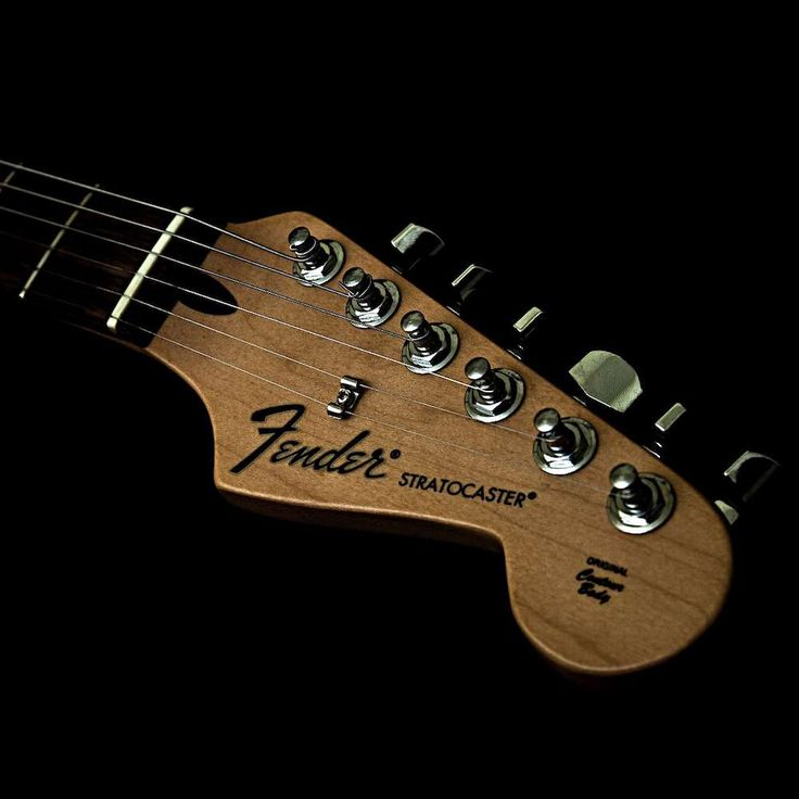 Leo Fender, el célebre luthier creador de guitarras, ¡no era músico! Gracias a sus habilidades como ingeniero eléctrico, fue capaz de concebir excepcionales instrumentos aunque nunca pudo sacar de ellos ni una sola nota. #fender #guitarra #musica http://www.pandabuzz.com/es/anecdota-del-dia/creador-guitarra-fender-tocar-guitarra