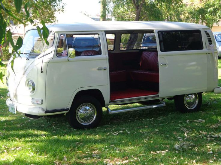 What says vintage better than a Volkswagen Kombi as the bridal car?  Had this to take us from the ceremony to the reception (with wedding photos in between), it was a big hit :)
