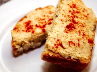 Hummusz recept: Pirítósra kenve reggelire, vacsorára kíváló étel a hummusz. Könnyedén elkészíthető, bátran ajánlom mindenkinek ezt a receptet. :) Ízesíthető ízlés szerint őrölt chilivel, wasabival, őrölt római köménnyel. Mindenki saját ízlésére faraghatja! ;)