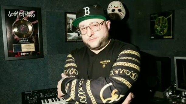 "Yessir @Regrann from @duckdownjames - ""I am!"" - Man of the Hour the new single from Statik Selektah's new album '8' out now. @statikselekt @hairweavekiller @wizkhalifa #ManOfTheHour #MOTH #8 #Showoff #rocnation #duckdown  #Explore #MMV www.biglifemmv.com - #regrann"