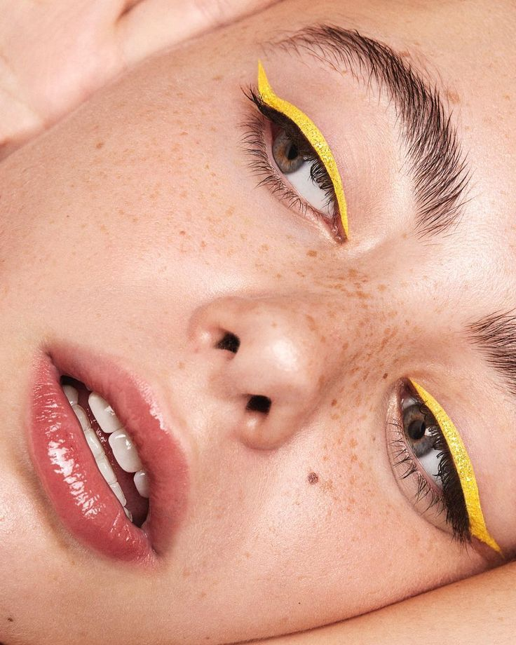#GoldenGlow: The Yellow Eye Make-Up Trend Is Here To Slay