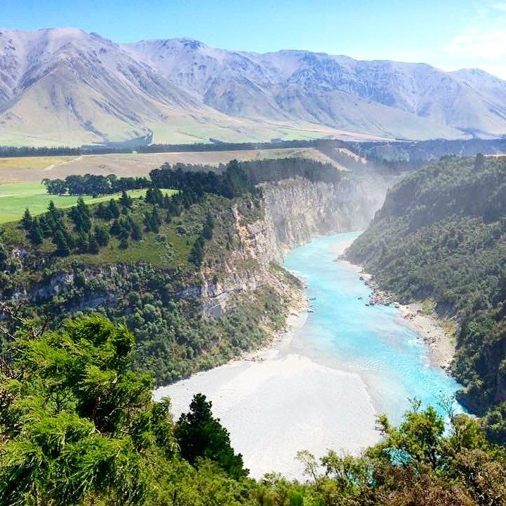 This is another incredible view you have when you walk the Rakaia Gorge Walkway. I did it with a few friends and we were surprised how crazy beautiful the landscape is. This is nature at its best!