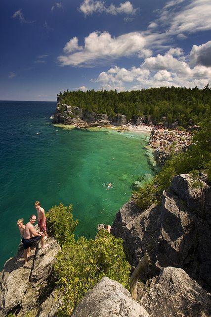 Indian Head Cove at Bruce Peninsula, Ontario, Canada (by Raf Ferreira).