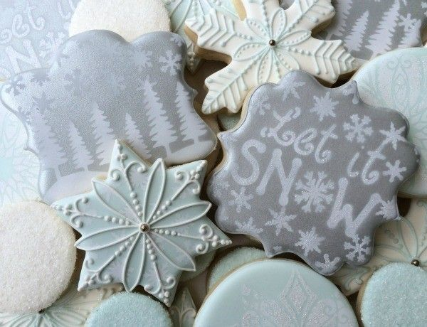 How to Airbrush Cookies with White Gel Color {Guest Post}
